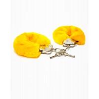 Желтые меховые наручники
